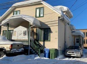 Triplex à Saguenay (Jonquière), Saguenay/Lac-Saint-Jean - 4074-4078 Rue Châteauguay